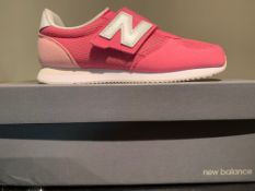 NEW & BOXED NEW BALANCE TRAINERS SIZE JUNIOR 2 (258 UPSTAIRS)