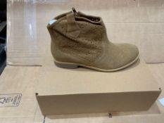 1 X NEW & BOXED BOOTS AZ267205 SIZE 5 (129/28)