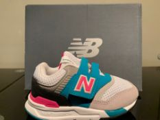NEW & BOXED NEW BALANCE TRAINER SIZE INFANT 6 (194 UPSTAIRS)