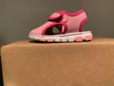 NEW & BOXED REEBOK SANDALS SIZE INFANT 5 (135 UPSTAIRS)