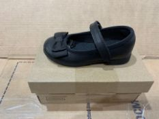 1 X NEW & BOXED CLARKS SHOES PG413001 SIZE INFANT 7 (127/28)