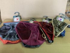 50 X BRAND NEW PACKS OF 3 HIPSTER THONGS/TANGAS IN VARIOUS STYLES AND SIZES (934/8)