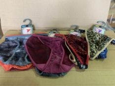 36 X BRAND NEW PACKS OF 3 HIPSTER THONGS/TANGAS IN VARIOUS STYLES AND SIZES (935/8)