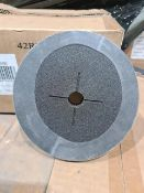 PALLET TO CONTAIN 200 NEW x PACKS OF 20 100 GRIT SANDING DISCS