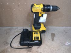 DEWALT DCD777 18V LI-ION XR BRUSHLESS CORDLESS DRILL DRIVER COMES WITH BATTERY AND CHARGER