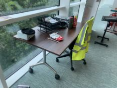 HIGH END OFFICE DESK ON WHEELS WITH CHAIRS