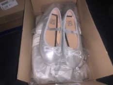(NO VAT) 15 PAIRS OF CHILDRENS SILVER BALLET PUMPS (SIZES MAY VARY)