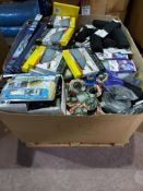 (C8) PALLET TO CONTAIN A LARGE QUANTITY OF VARIOUS ITEMS TO INCLUDE: BLASTER BRUSH, BLUECOL WIPER