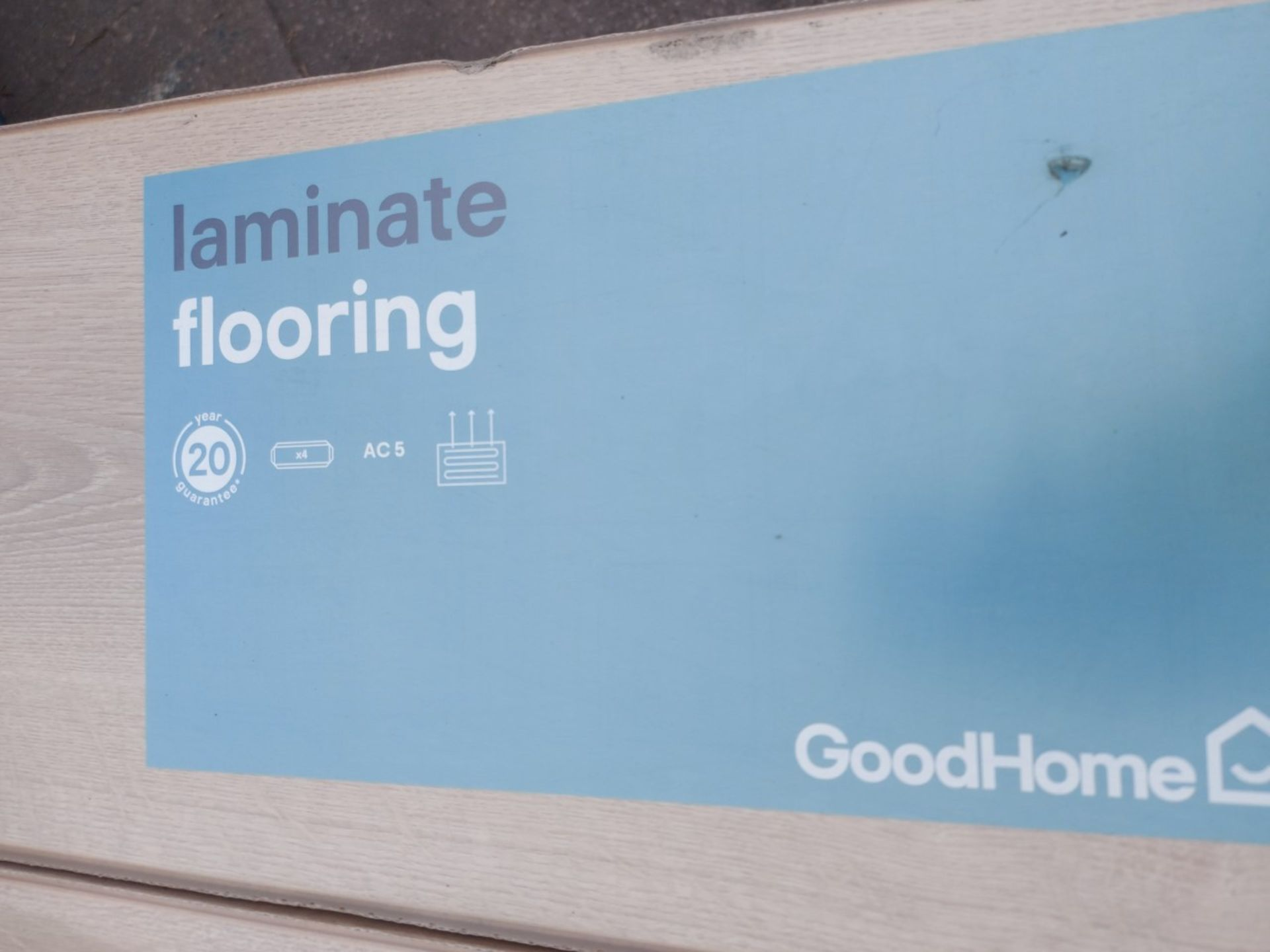 PALLET TO CONTAIN 48 NEW SEALED PACKS OF GOODHOME LEDBURY LIGHT BROWN OAK EFFECT 10MM LAMINATE - Image 3 of 5