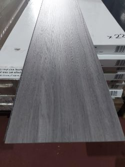 NEW PACKAGED 19.36m2 OF LUXURY NATURAL GREY OAK EFFECT CLICK FLOORING.
