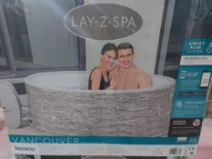BOXED Lay-Z-Spa Vancouver 4 person Spa HOT TUB. RRP £639. UNCHECKED/UNTESTED