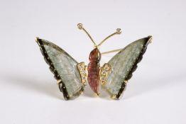 Broche en forma de mariposa en oro, turmalinas y diamantes talla brillante.
