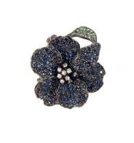 Flower ring in silver and blue sapphires, green garnets, rubies and zircons, round cut.