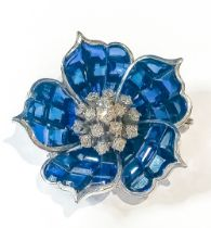 Brooch-Colgant, Flower design in gold, white with blue sapphire similes.