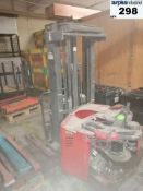 Raymond RWR300 electric forklift *for parts *no fork *no battery Location: Drummondville