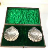 Boxed silver shell butter dishes missing butter knives each measures approx 9.5cm by 8cm Sheffield