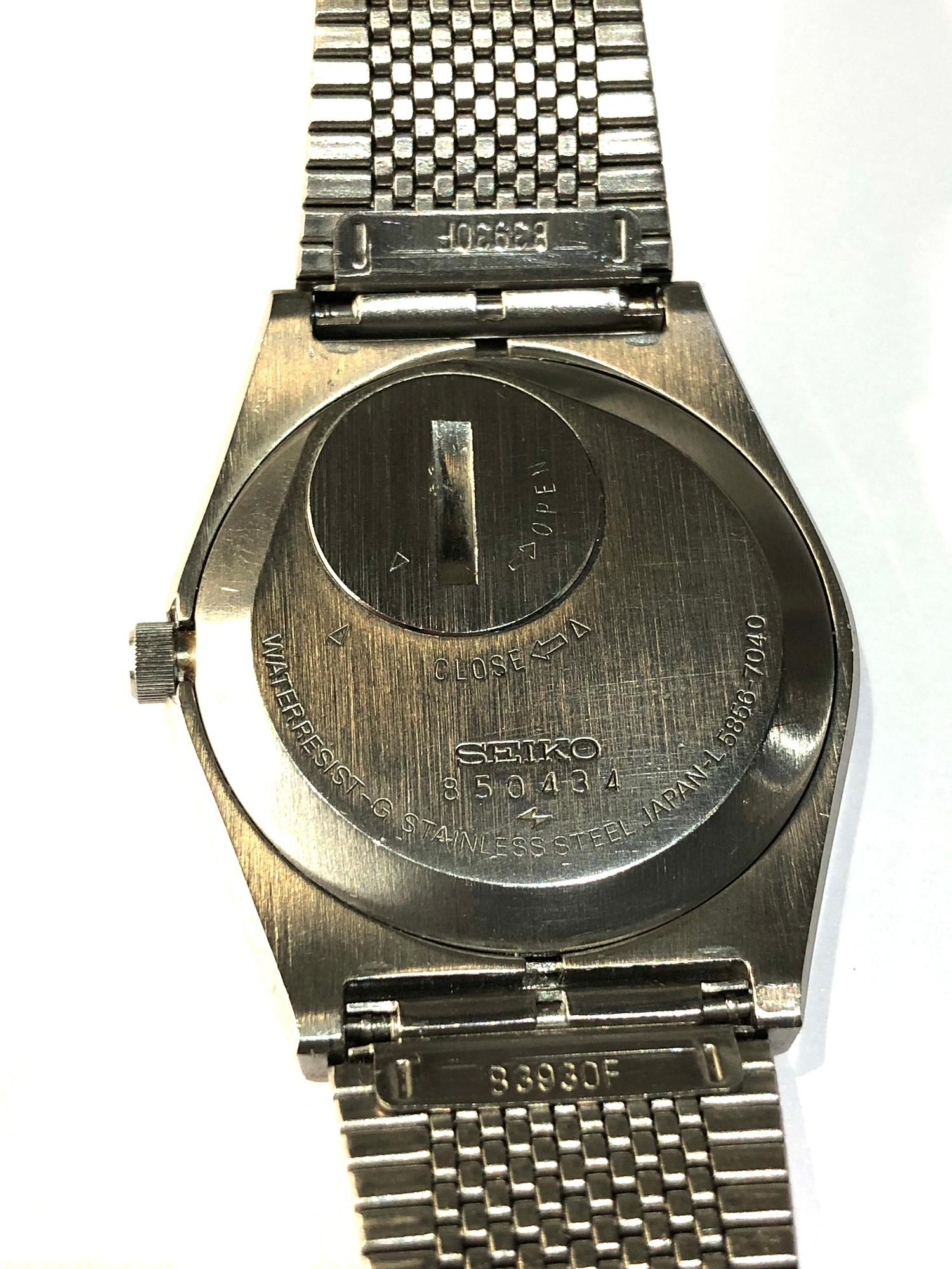 Vintage Seiko king quartz 5856-7040 watch is in working order but no warranty given - Image 5 of 5