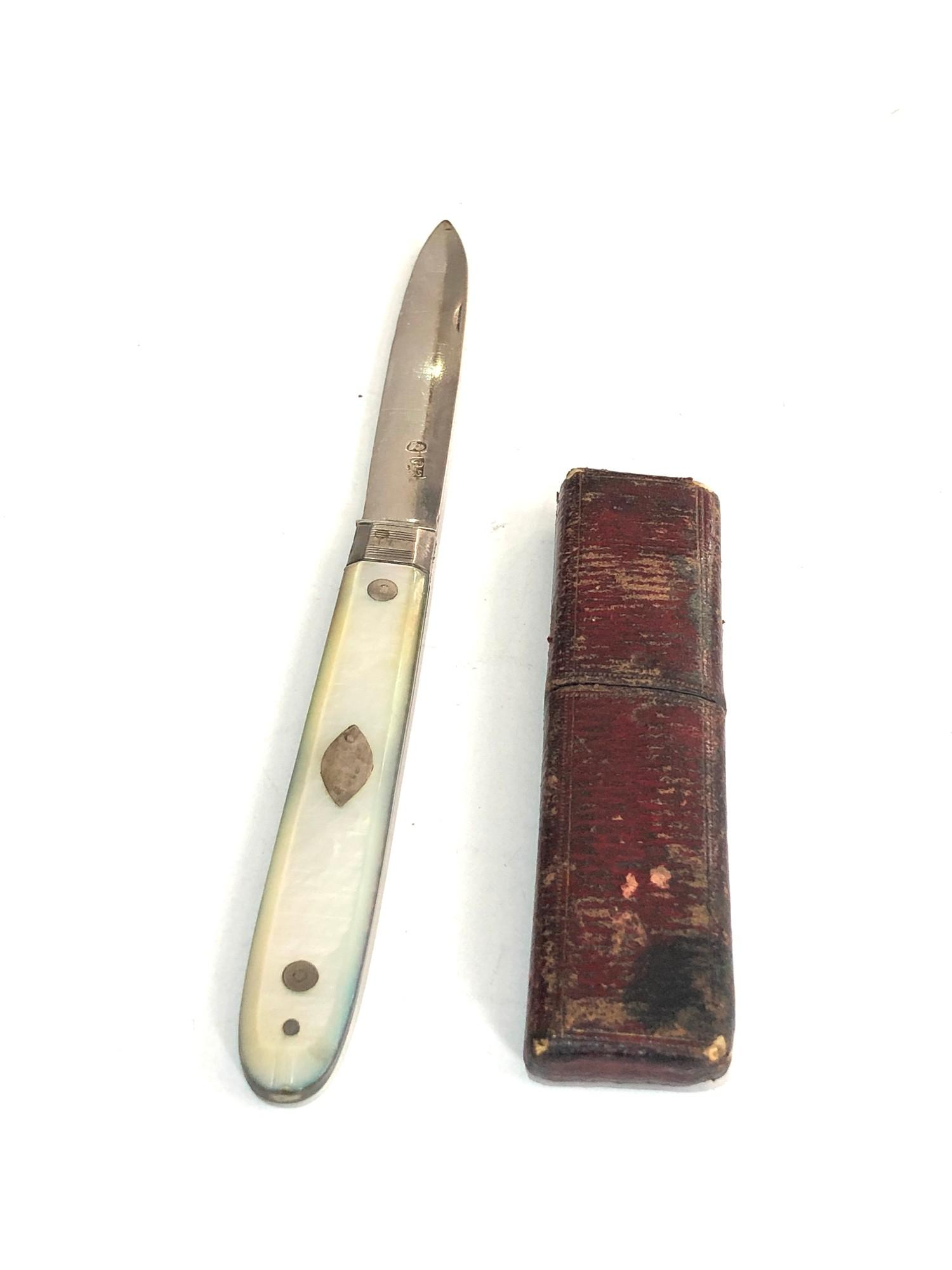 Antique boxed Georgian silver fruit knife m.o.p handle in good condition in original box as shown - Image 3 of 4
