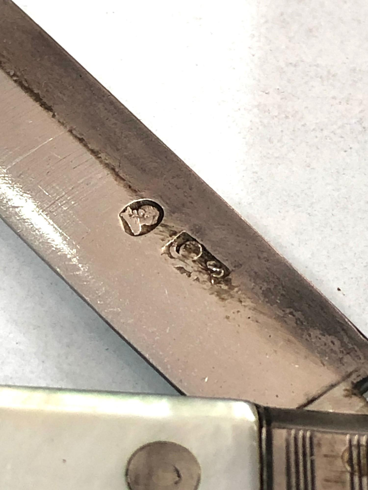 Antique boxed Georgian silver fruit knife m.o.p handle in good condition in original box as shown - Image 2 of 4
