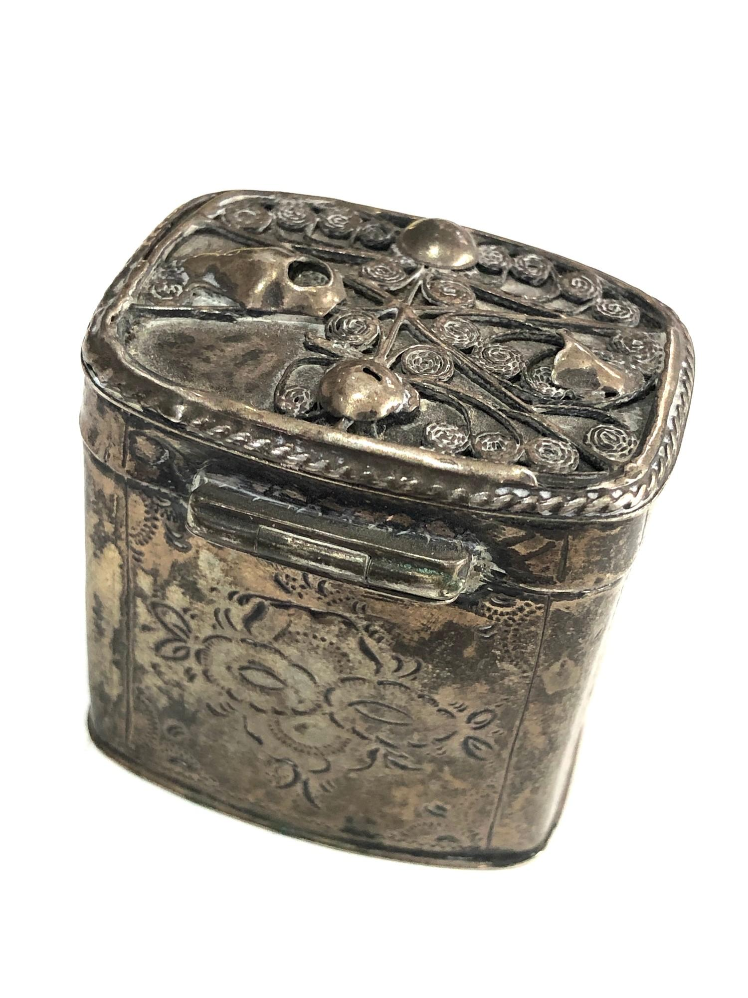 Antique Dutch silver peppermint box measures approx 4cm high and 4cm by 3cm age related wear dent - Image 3 of 6