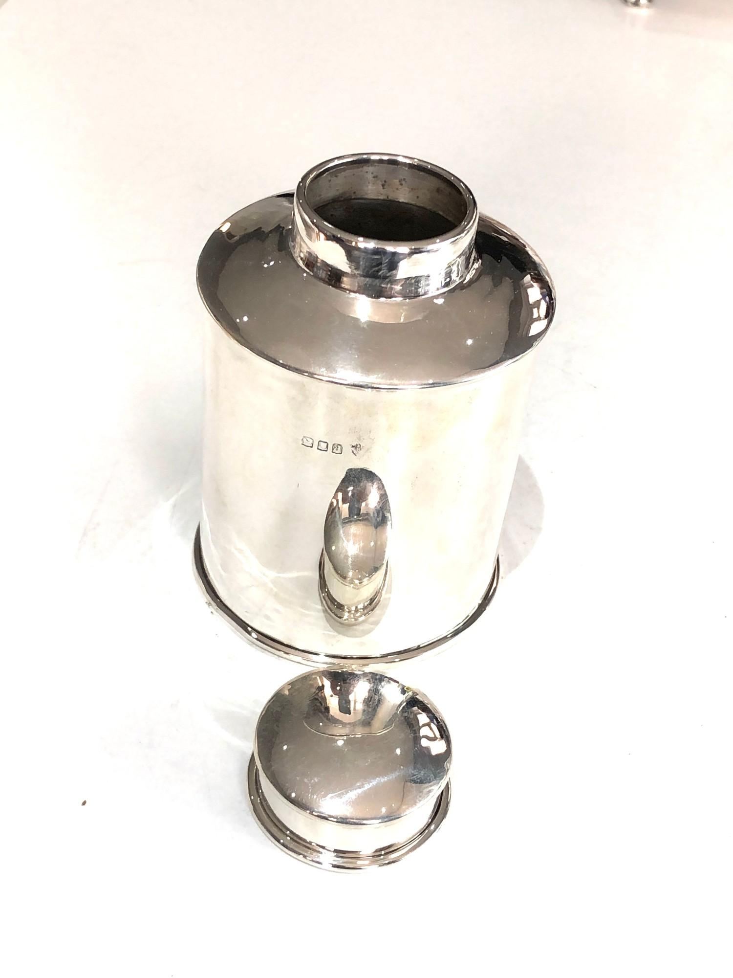 A George V silver cylindrical tea caddy 11cm high London 1916 - Image 3 of 6