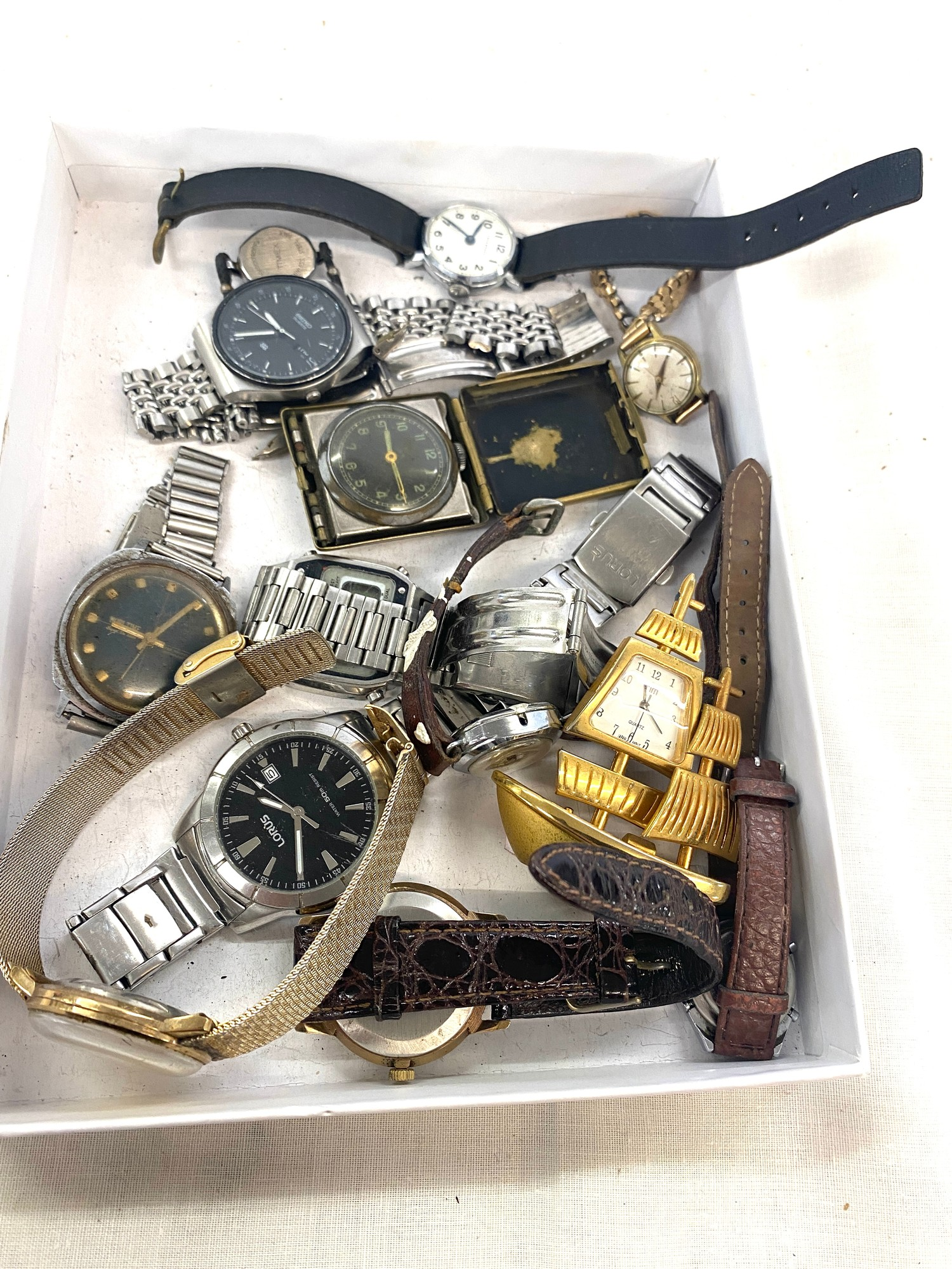 Box of assorted vintage watches