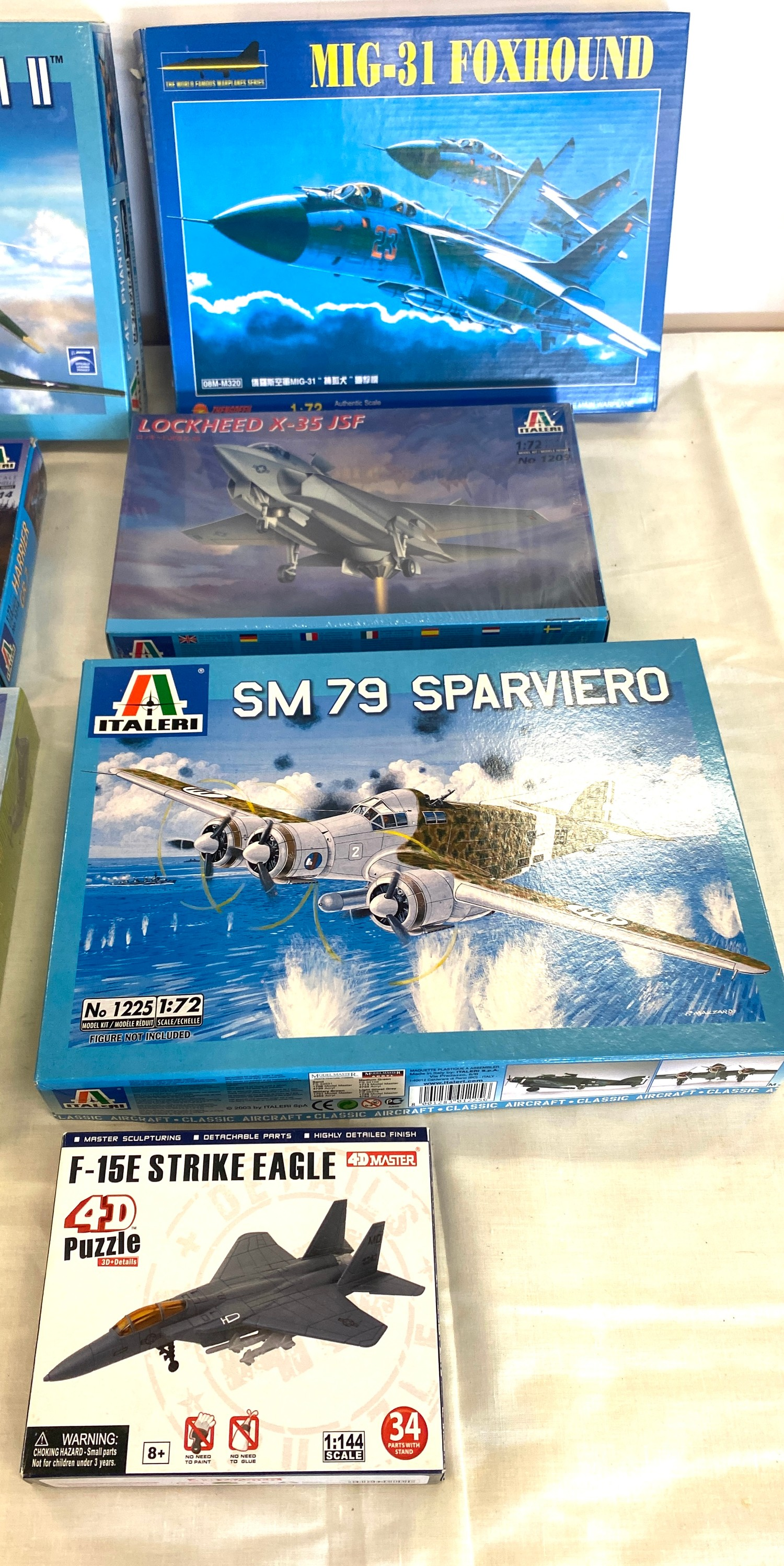 Selection of 8 boxed craft models to include, Shawnee flying banana, Sparviero SM79, Lockheed x-35 - Image 2 of 3