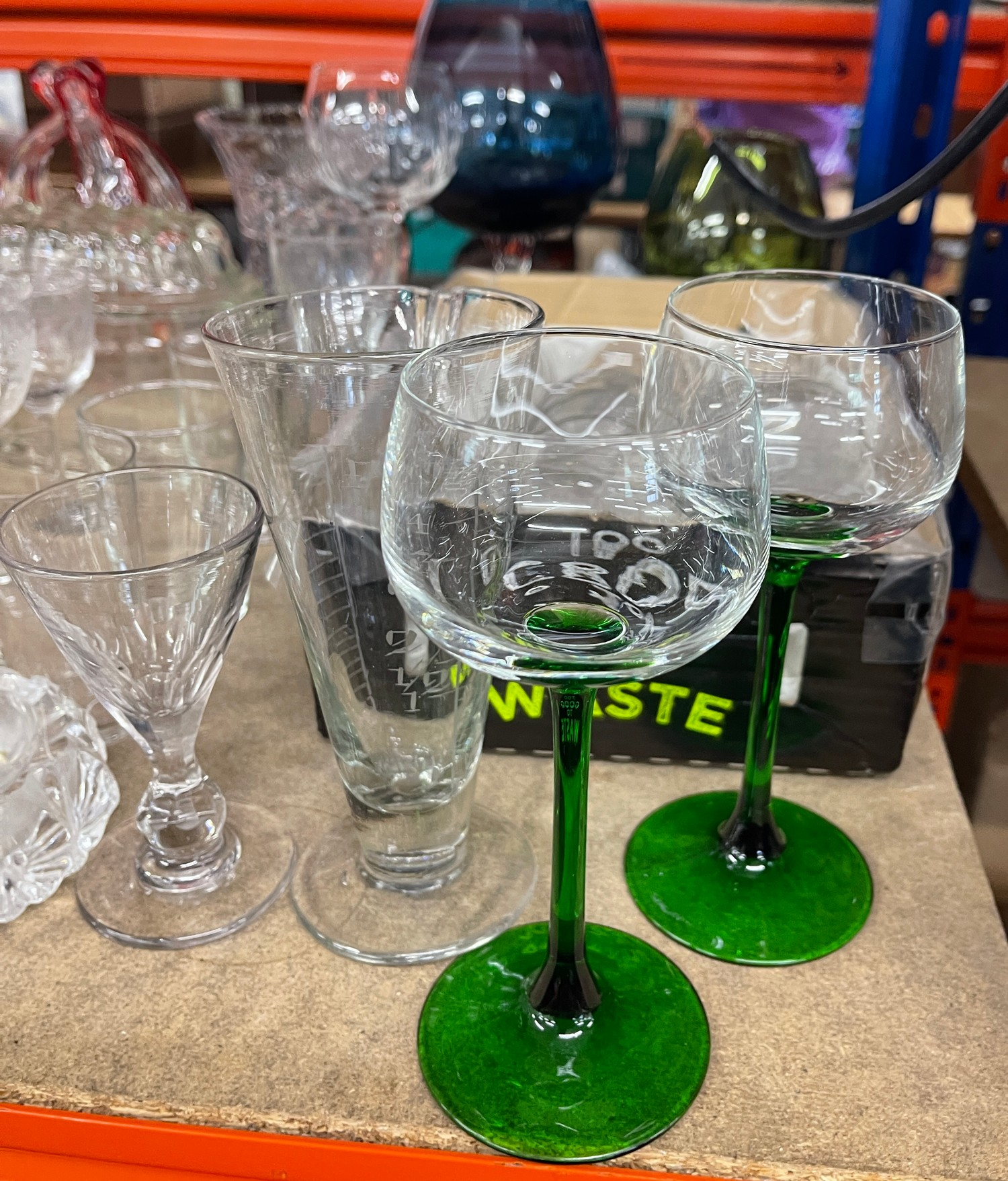 Large selection of assorted vintage and later glassware - Image 2 of 5