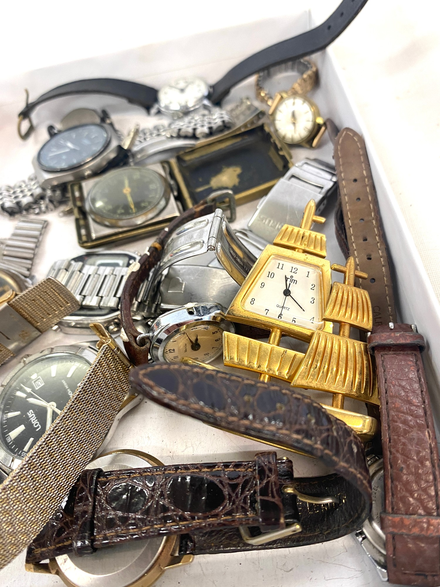 Box of assorted vintage watches - Image 3 of 3