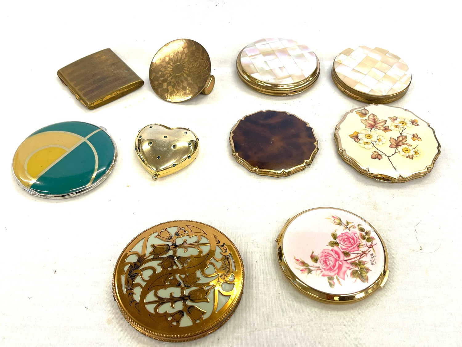 Selection of vintage ladies compacts