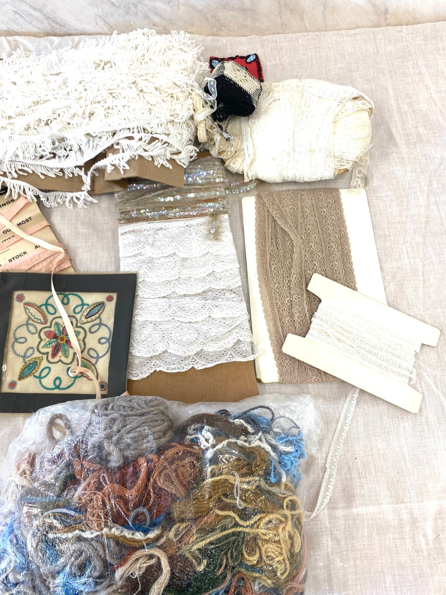 Large selection of lace trimmings etc - Image 2 of 3