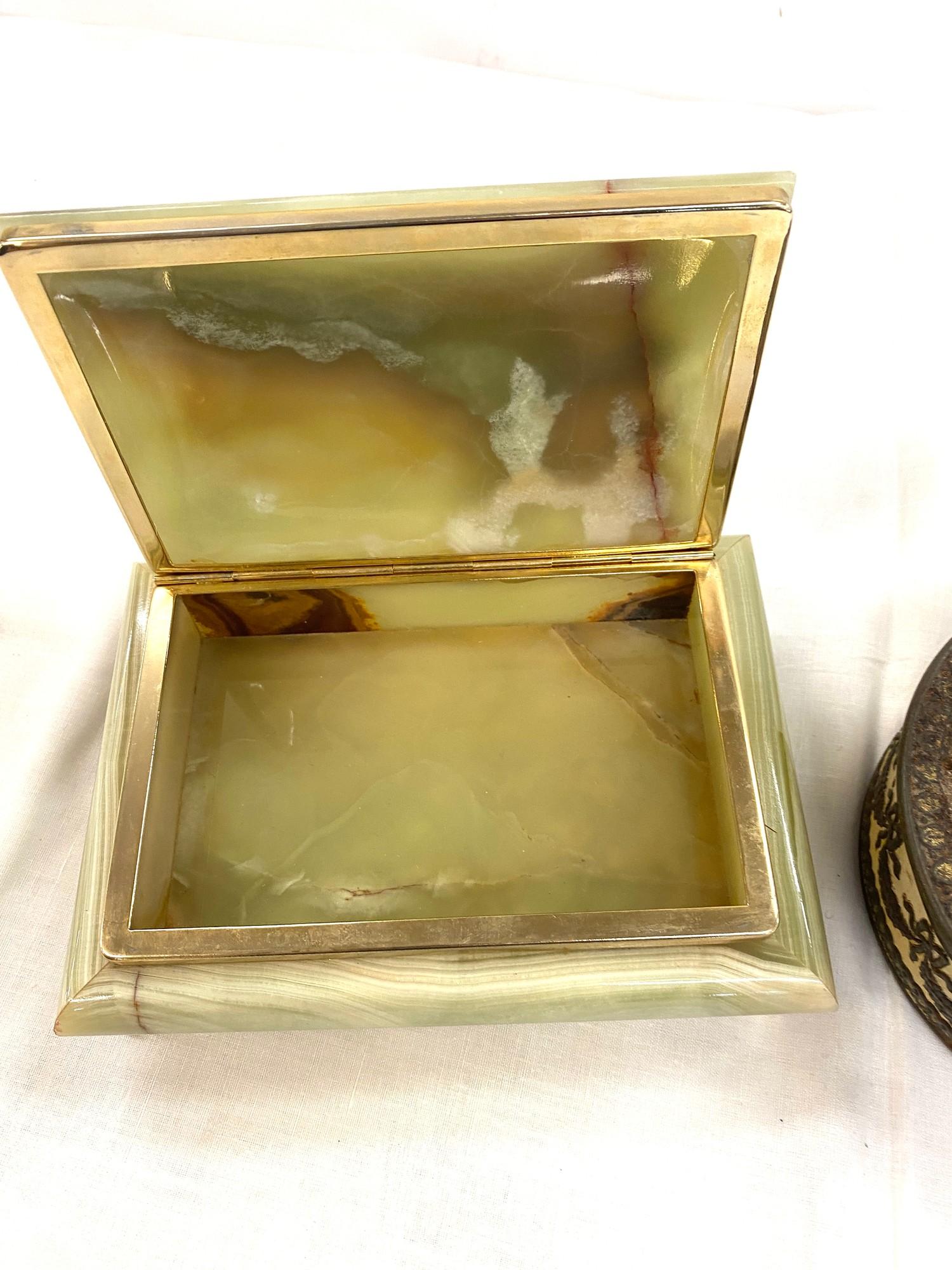 Onyx Cigarette box, large crucifix and a commemorative tin - Image 4 of 4
