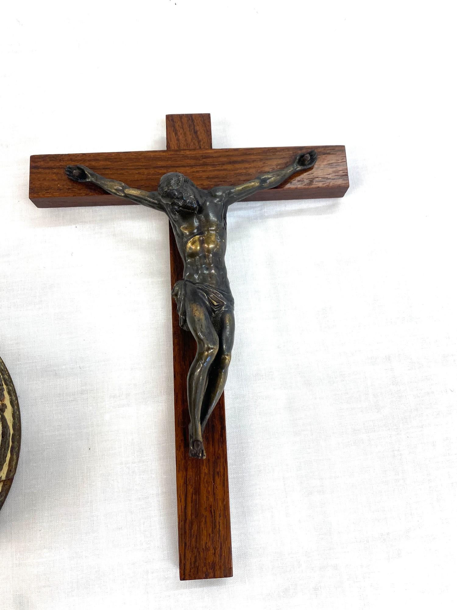 Onyx Cigarette box, large crucifix and a commemorative tin - Image 2 of 4