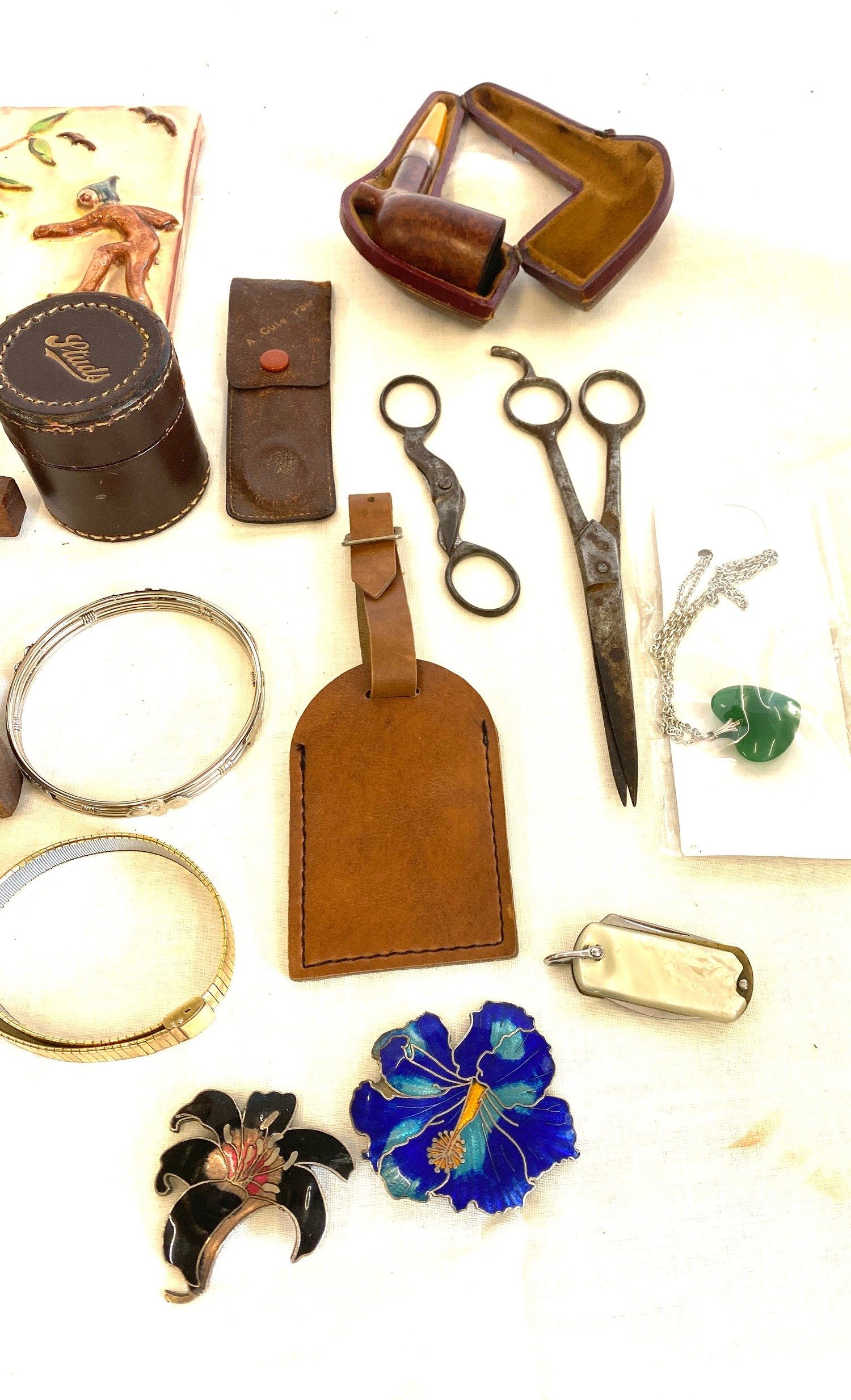 Tray of miscellaneous includes jewellery, pipe etc - Image 2 of 4