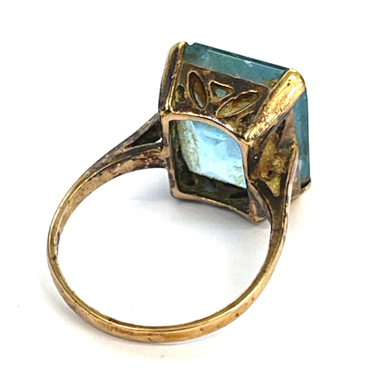 9ct gold stone set cocktail ring - Image 2 of 4