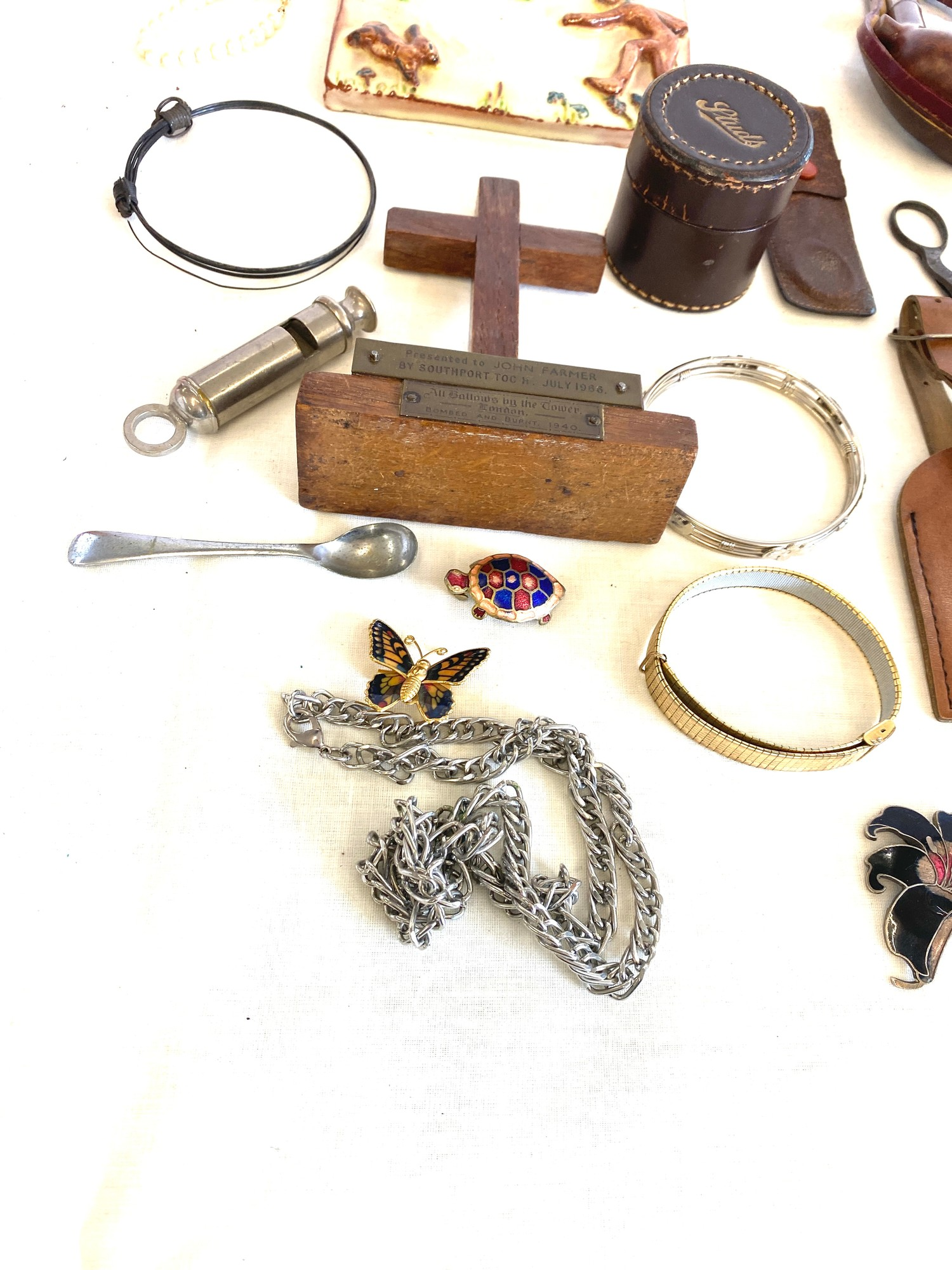 Tray of miscellaneous includes jewellery, pipe etc - Image 4 of 4