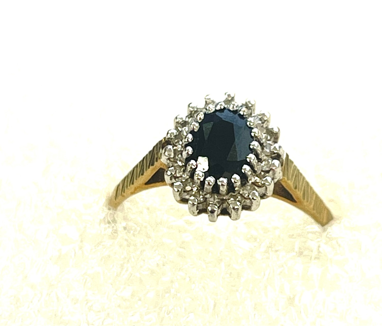 9ct Gold diamond & sapphire cluster ring - Image 2 of 3