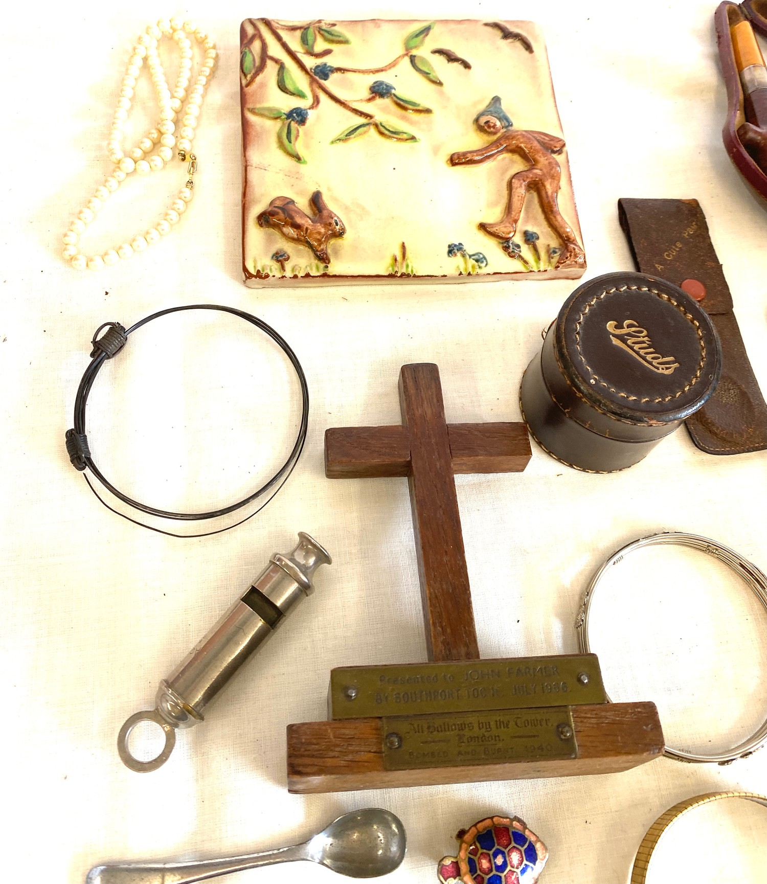 Tray of miscellaneous includes jewellery, pipe etc - Image 3 of 4