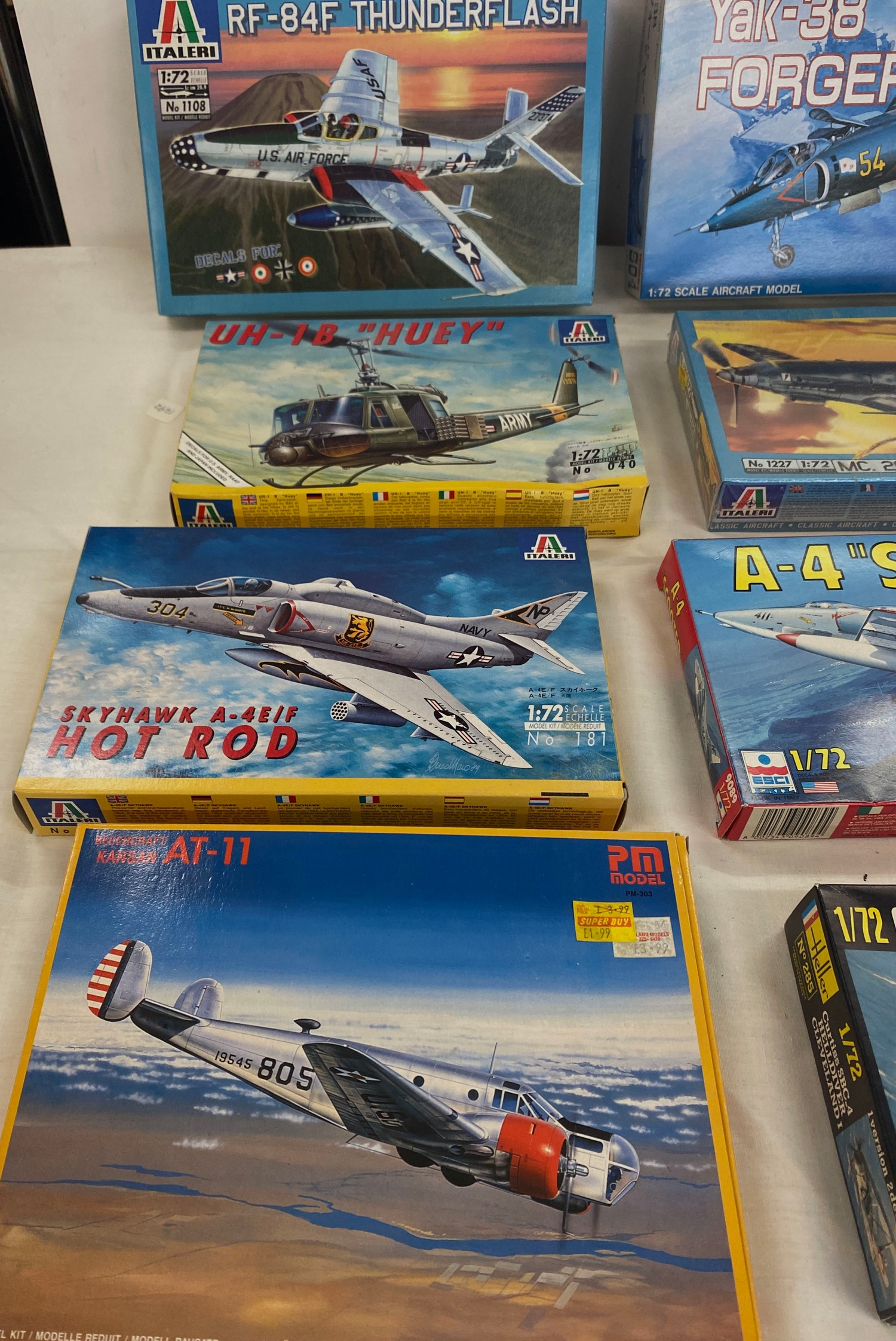 Selection of 8 boxed craft models to include, A-4 scooter, RF-84F Thunderflash, UH-1B Huey,Skyhawk - Image 2 of 3