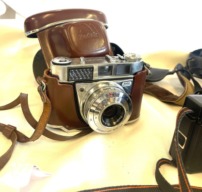 Selection of cameras to include Canon AF35m, Kodak Retinette 1b, Chinon CEII memotron camera, - Image 2 of 4
