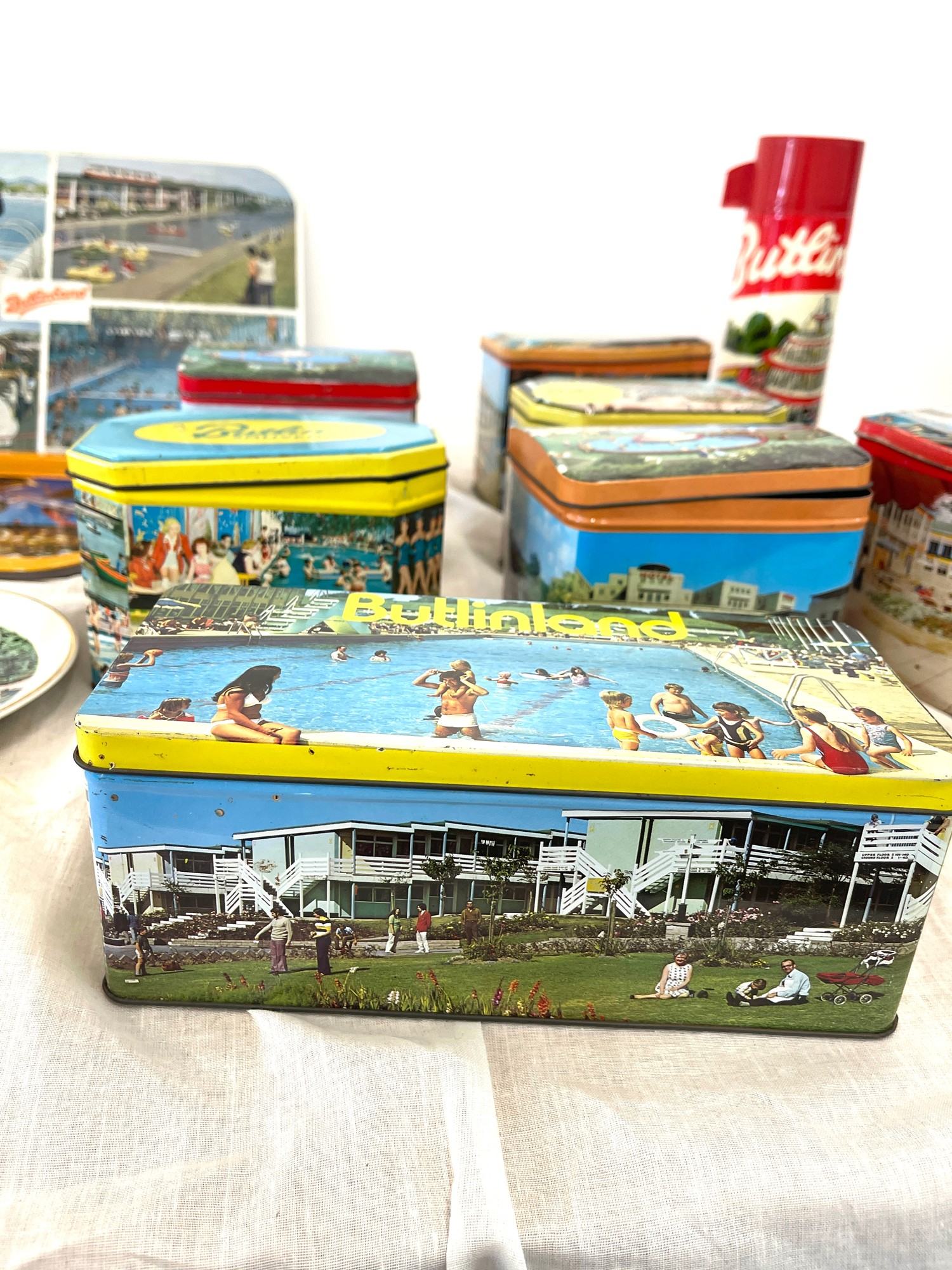 Selection vintage Butlins advertising tins, tray, flask, stanhope - Image 3 of 5