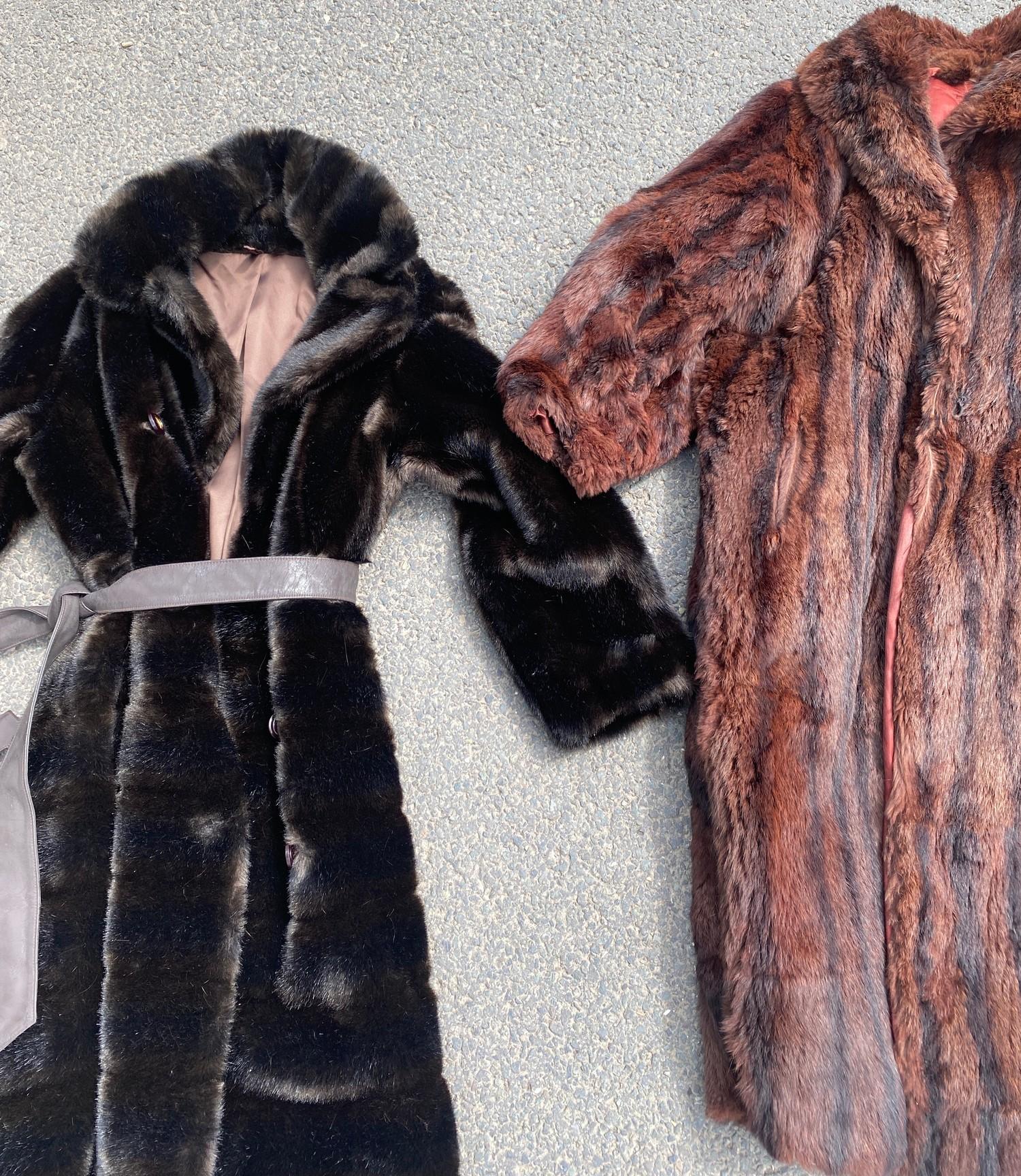 2 Vintage fur Coats - Image 2 of 2