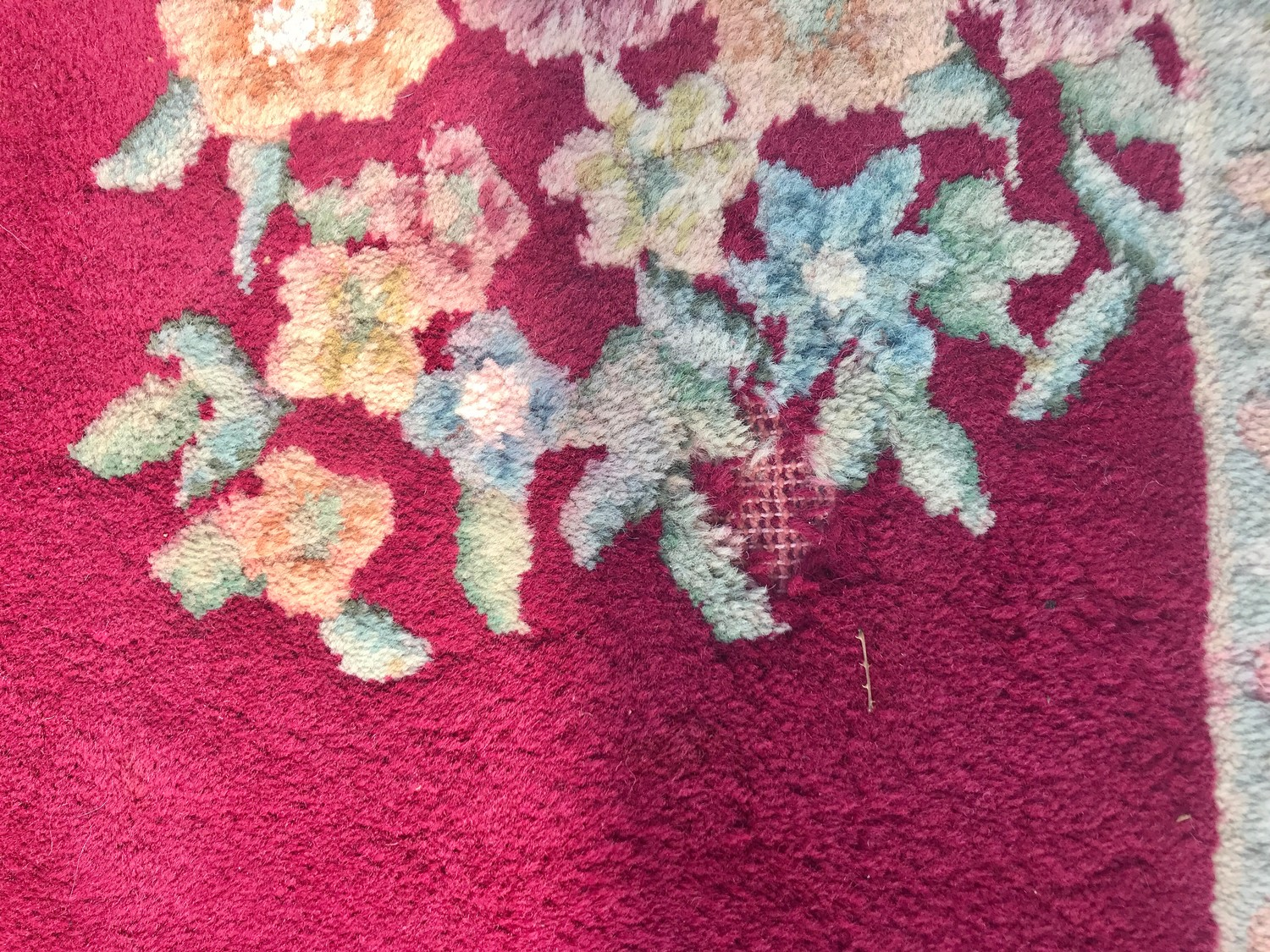 """Large rug measures approx 125"""" long by 110"""" wide has a few ware marks - Image 2 of 3"""