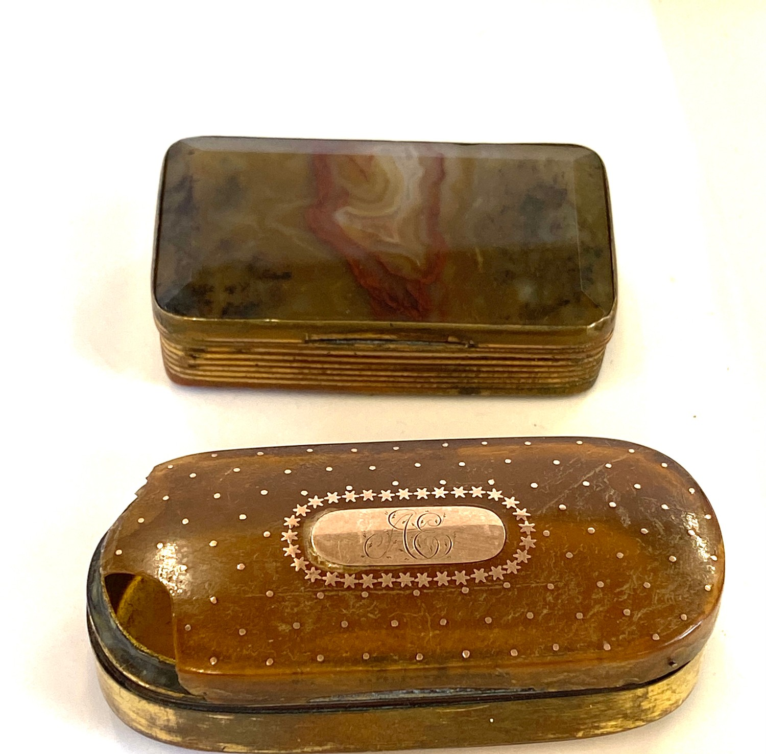 2 Antique snuff boxed gold a pique ware with damage, and one moss agate