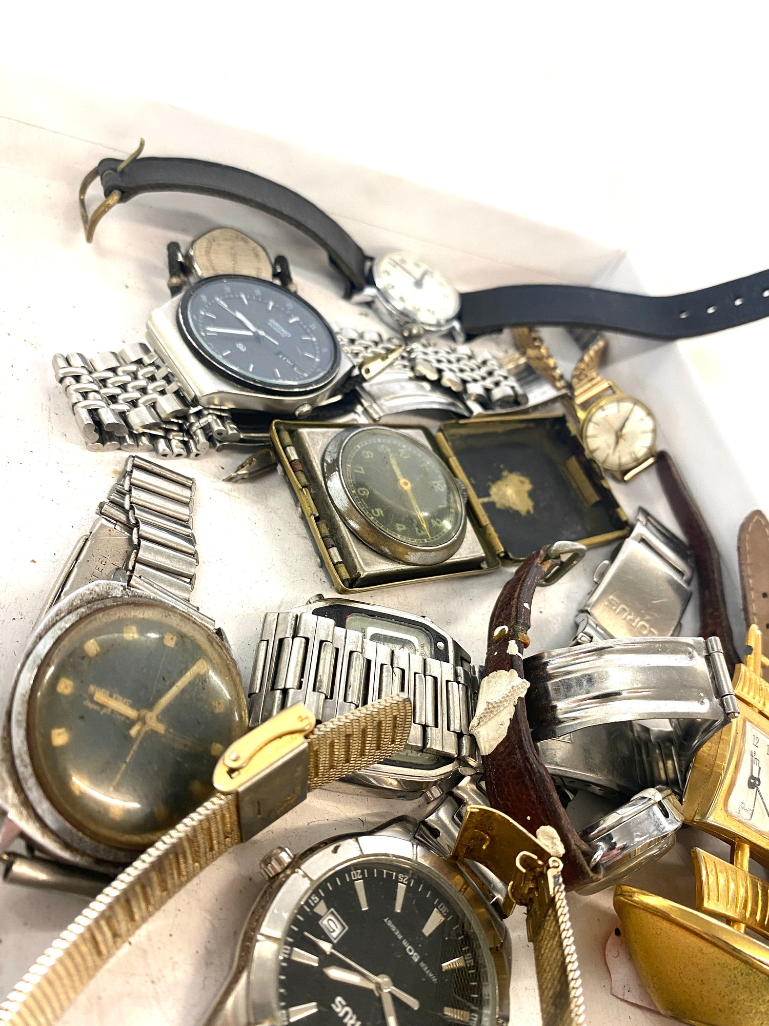 Box of assorted vintage watches - Image 2 of 3