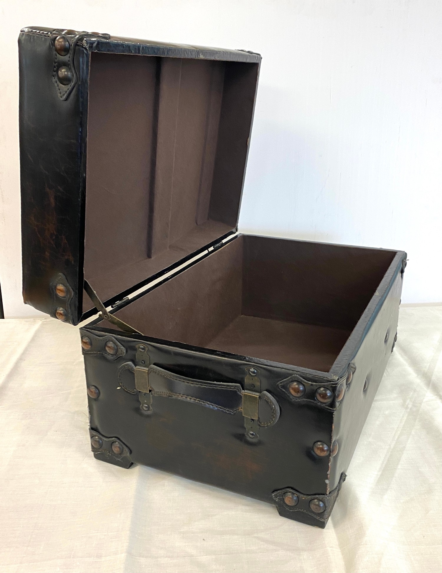 Faux leather foot stool trunk - Image 2 of 2