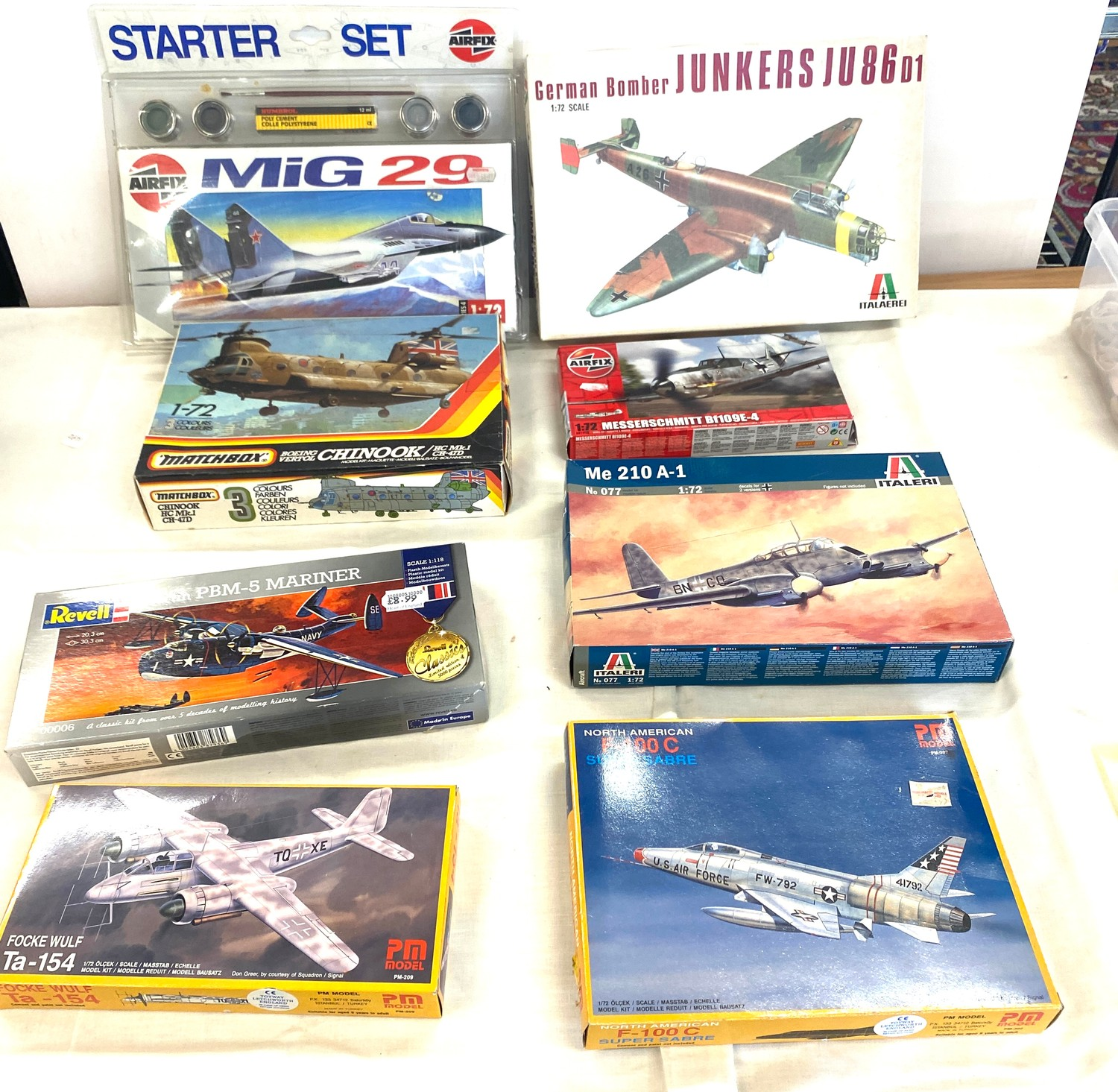 Selection of 8 boxed craft models to include, German bomber Junkers Ju86D1, Matchbox Chinook, Airfix