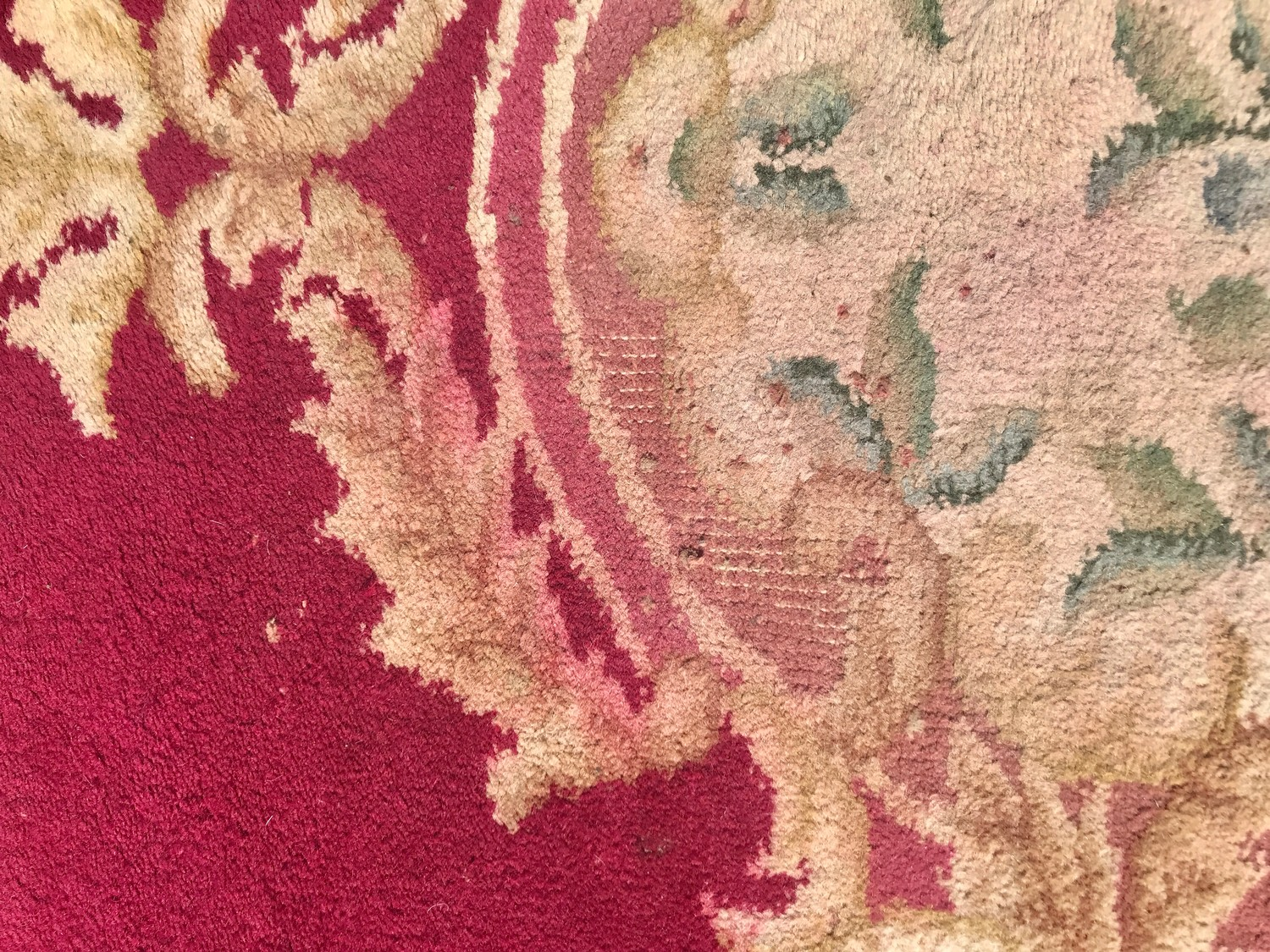 """Large rug measures approx 125"""" long by 110"""" wide has a few ware marks - Image 3 of 3"""