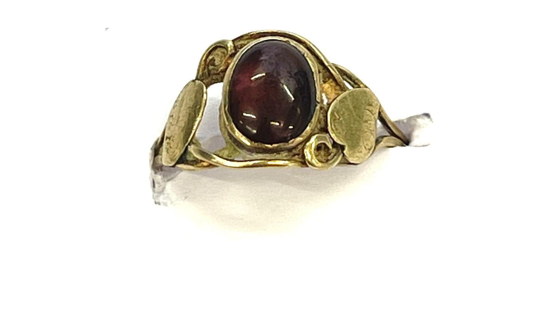 9ct Gold antique arts & crafts garnet ring