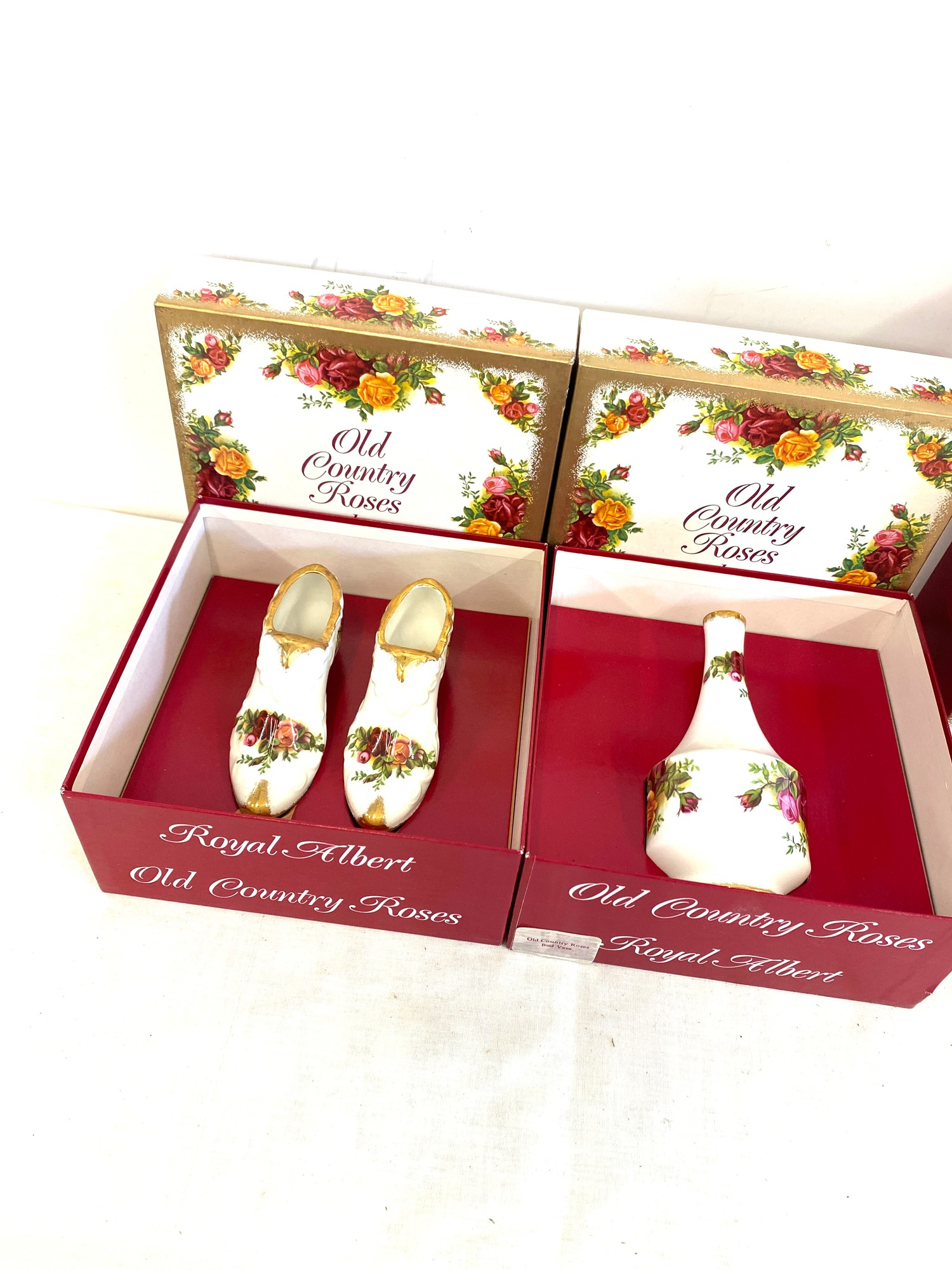 3 Boxed Royal Albert Old Country Roses pottery pieces includes vases etc - Image 2 of 4